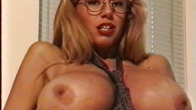 Jeunes et vieux dans une baignoire et un lit xxl video pornographie par snahbrandy