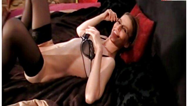 Fatman baise la chatte redbone de 19 ans porno français xxl à l'hôtel.