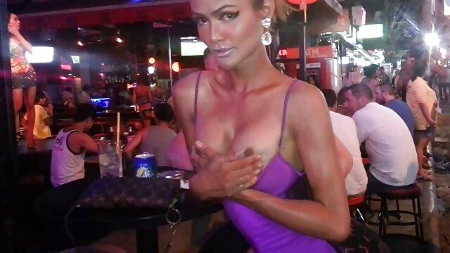 En peluche sur un xxl vidéo porno français canapé avec une rousse chaude de Blondelover.
