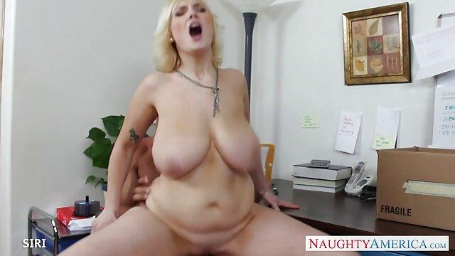 Sexe film pornographique xxxl violent sur le comptoir de la cuisine