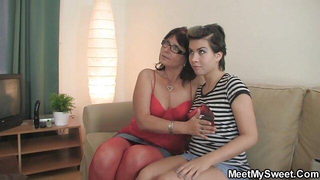 Une MILF chaude se lie d'amitié avec son xxl video pornographique voisin avec la BBC - Cireman