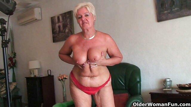 Chloé pose film xxl porno francais dans FFnylons et se masturbe dans l'huile