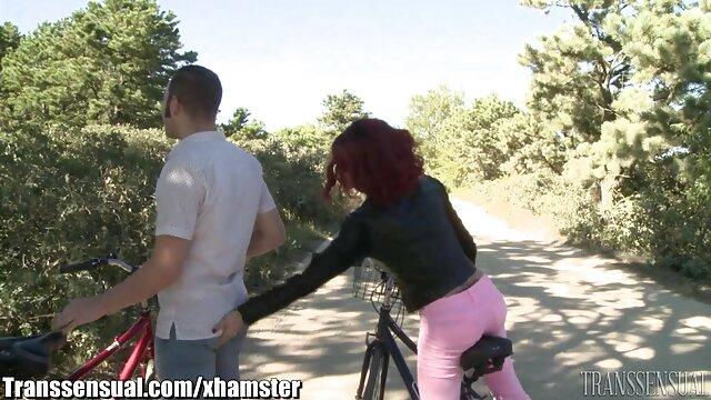 Hot brunette film de cu xxl adore baiser devant la caméra AMÉLIORÉ SP33