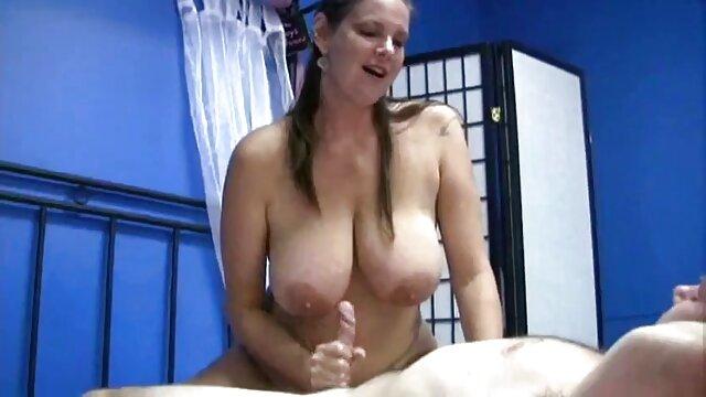 BBW en costume xxl porno gratuit résille sexy se fait sodomiser