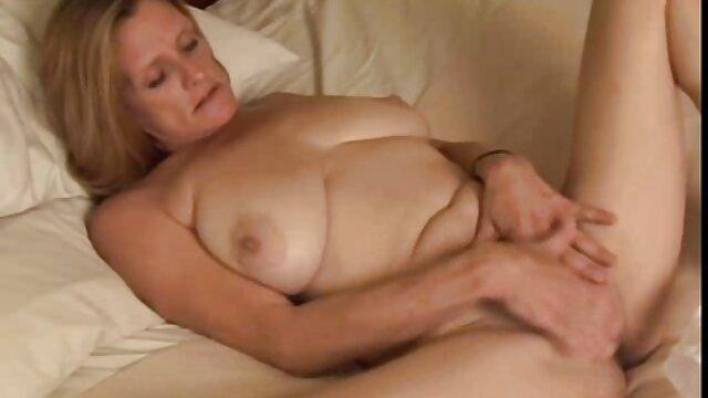 La star du porno Femdom sexe xxl film Bionca des années 1990 et son esclave